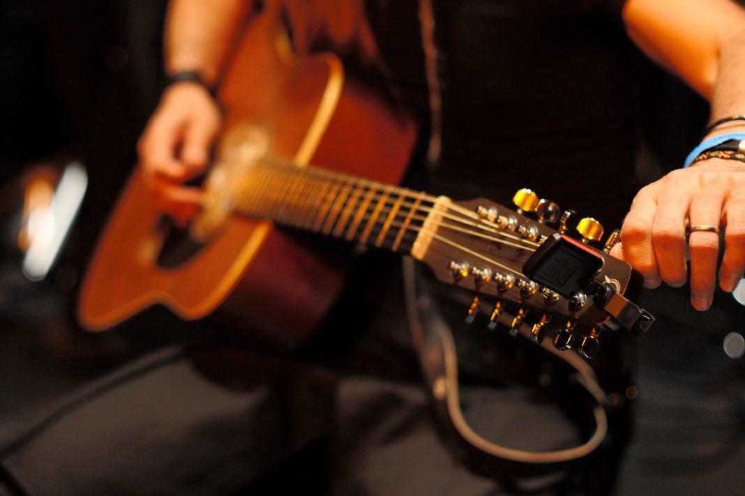 Cara Stem Gitar
