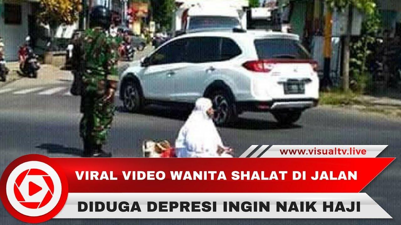 Viral Shalat di Tengah Jalan, Ternyata Ini Motifnya!