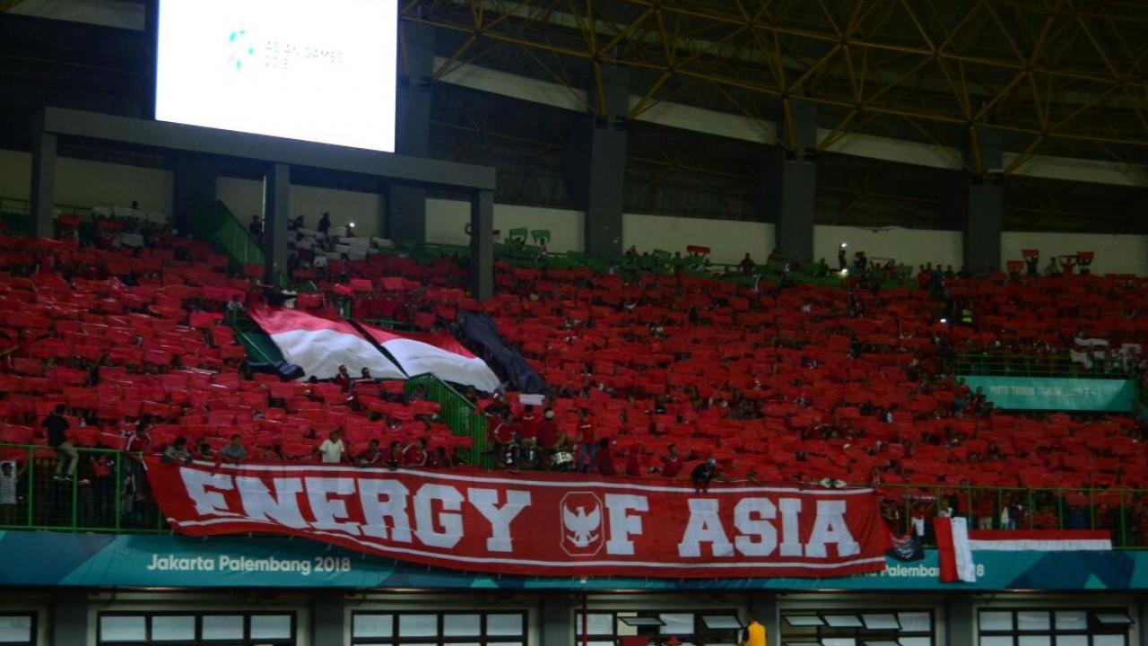 Bukan Hanya Jepang, Suporter Indonesia Jaga Kebersihan Stadion