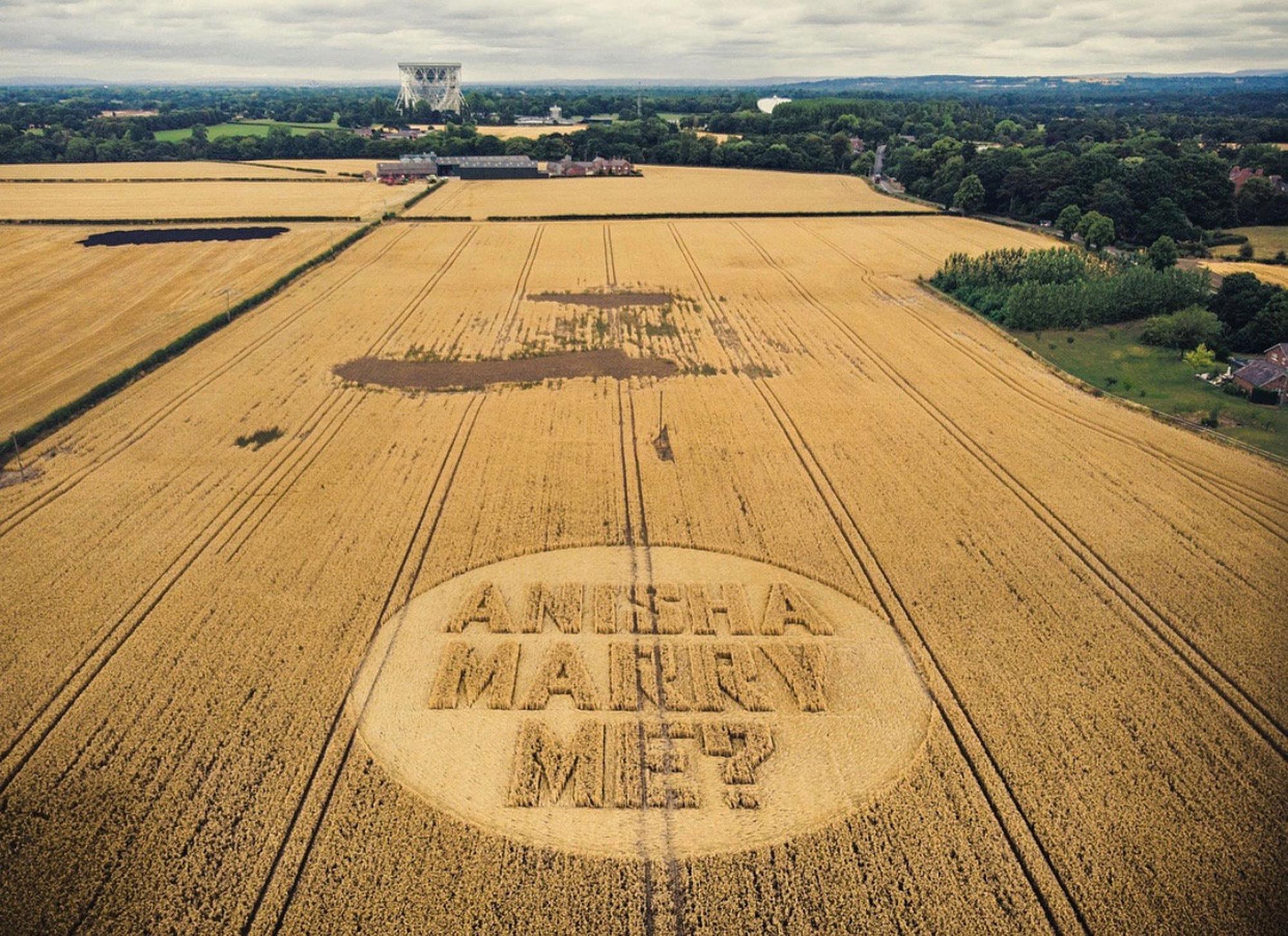 Crop Circle dibuat oleh seorang pria
