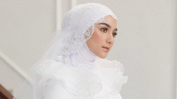 Photo of Citra Kirana Unggah Potret Kenakan Gaun Pengantin, Rezky Aditya: Punya Gue!