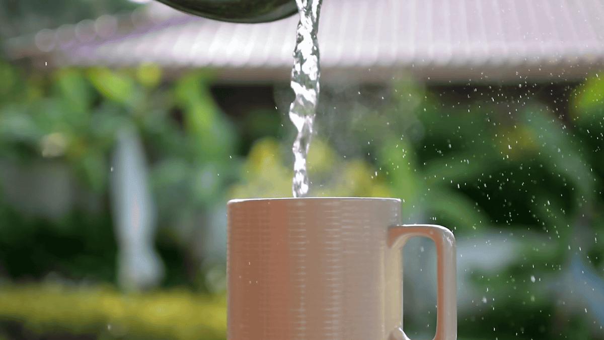 Ini Alasan Mengapa Orang China Suka Minum Air Panas
