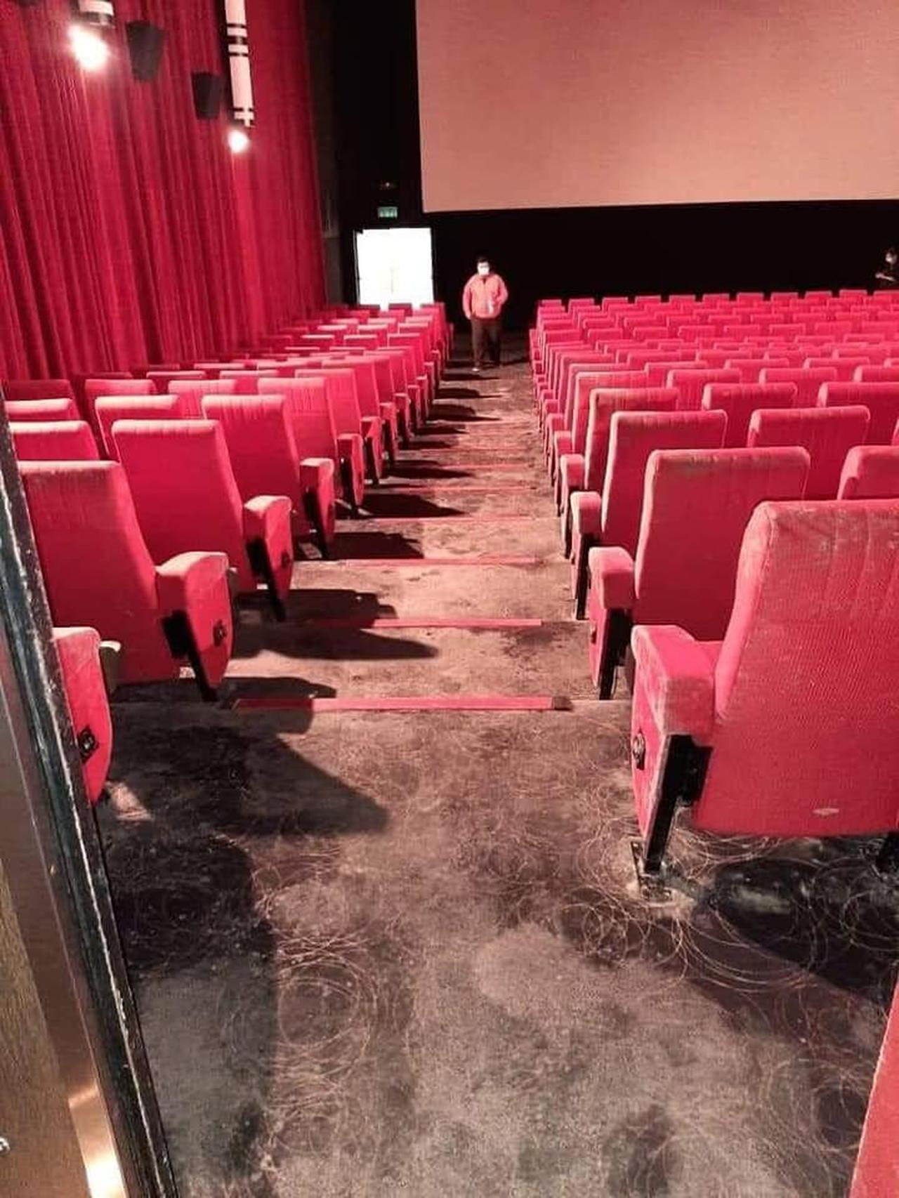 Akibat Lockdown, Kursi Bioskop, Tas dan Sepatu Berjamur