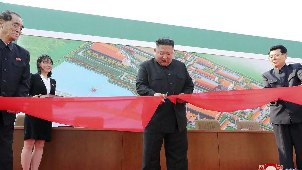 Photo of Kim Jong Un Bersama Sang Adik Muncul Ke Public Setelah Mengecoh Dunia