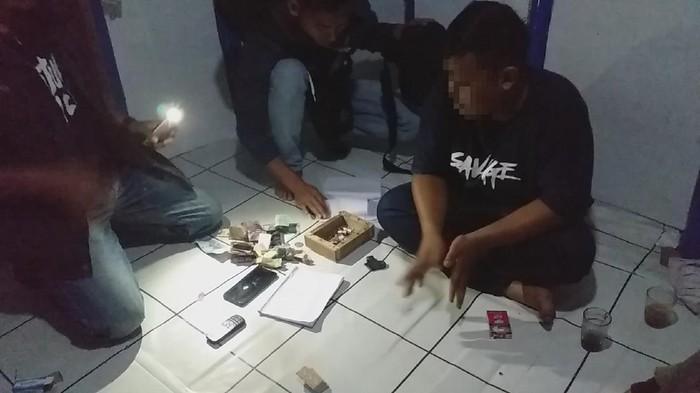Photo of 7 Orang Digerebek Saat Main Judi Togel