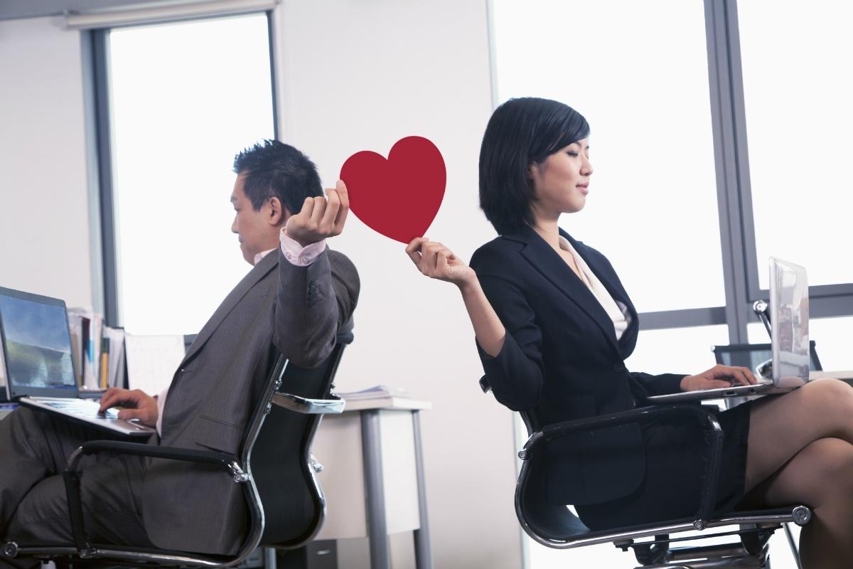 Kantor Bukan Tempat Jatuh Cinta