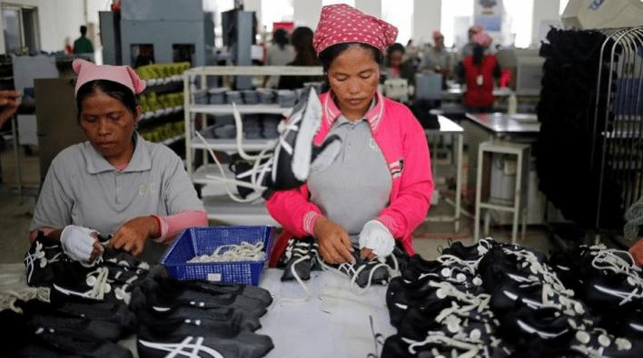 Photo of Badai PHK Karyawan Pabrik Sepatu Adidas Terjang 2.500, Simak infonya !