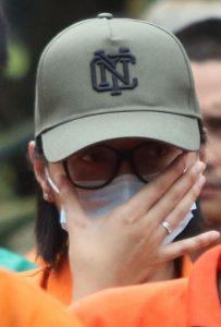Tersangka yang juga selebgram Lucinta Luna dihadirkan dalam rilis pemusnahan narkoba di Mapolda Metro Jaya