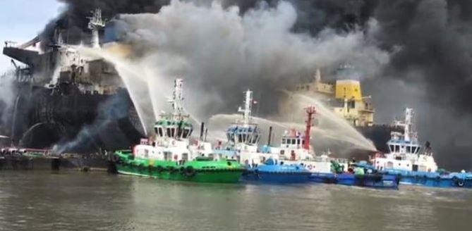 kapal tanker terbakar di Belawan, Medan