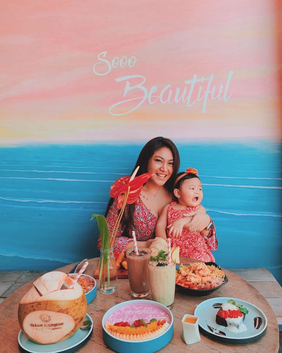 7 Potret Cantik Ayu Anjani, Mantan Pemeran Lasmini Bersama Keluarga Kecilnya