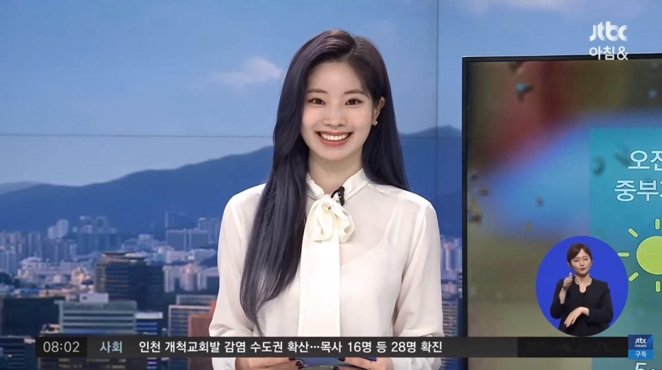 Dahyun jadi pembaca berita ramalam cuaca JTBC