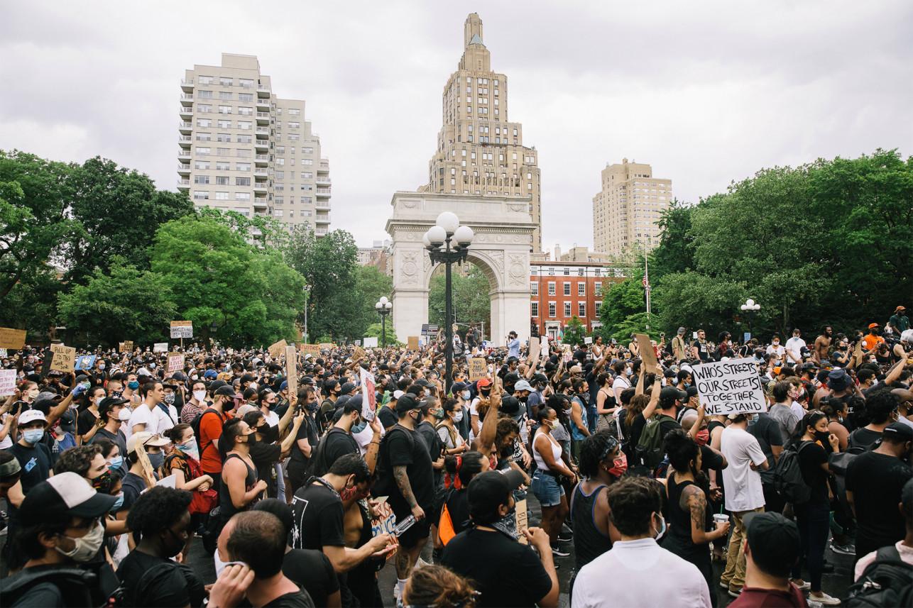 Photo of Berita George Floyd : Ribuan Pengunjuk Rasa Turun Ke Jalan-Jalan Kota New York