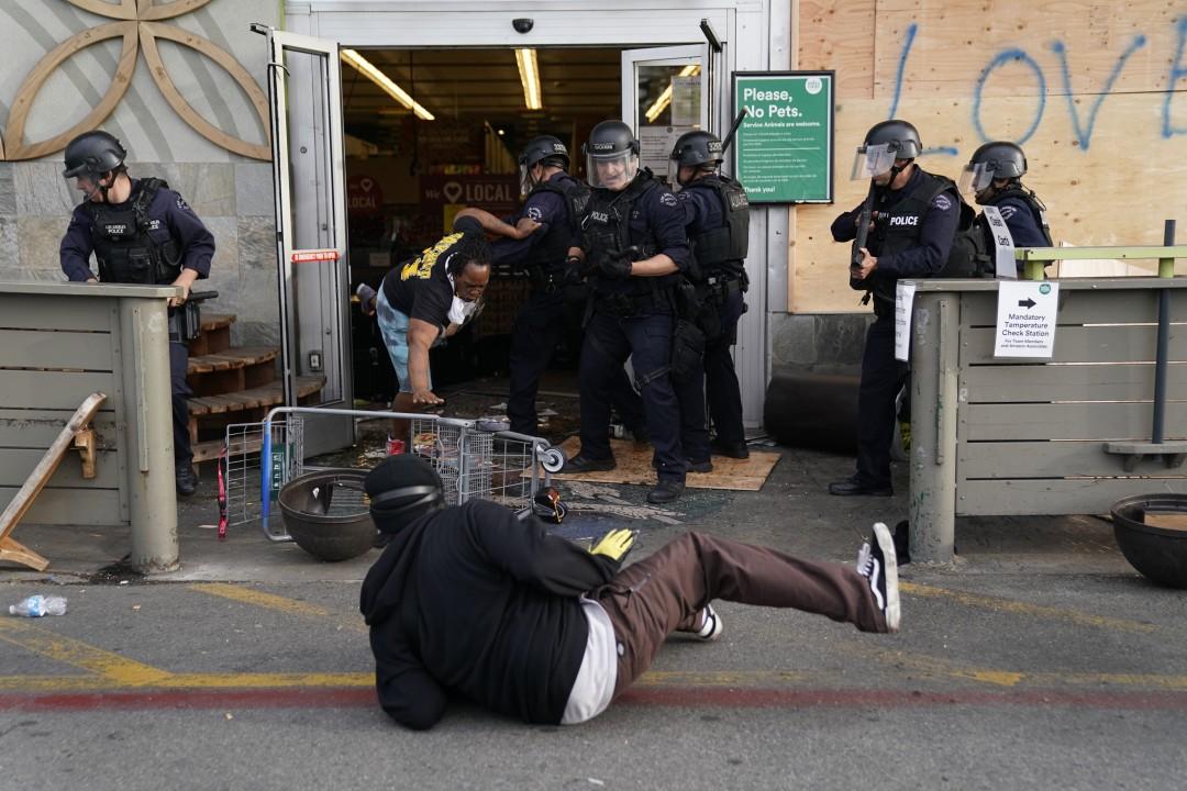 Buntut Aksi Kerusuhan, Los Angeles Berlakukan Jam Malam